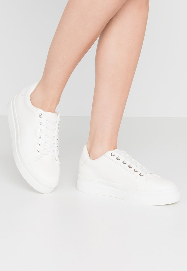 CANDY LACE UP TRAINER - Zapatillas - white