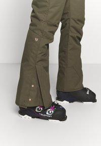Brunotti - SUNLEAF WOMEN SNOWPANTS - Snow pants - sprout - 3