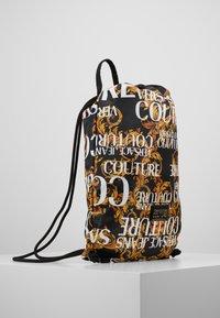 Versace Jeans Couture - LINEA HERITAGE - Rygsække - black/gold - 3