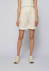 BOSS - TAFY - Shorts - natural - 0