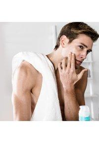 L'Oréal Men Expert - HYDRA ENERGY COOLING MOISTURIZING ANTI-GLARE 50ML - Soin de jour - - - 4