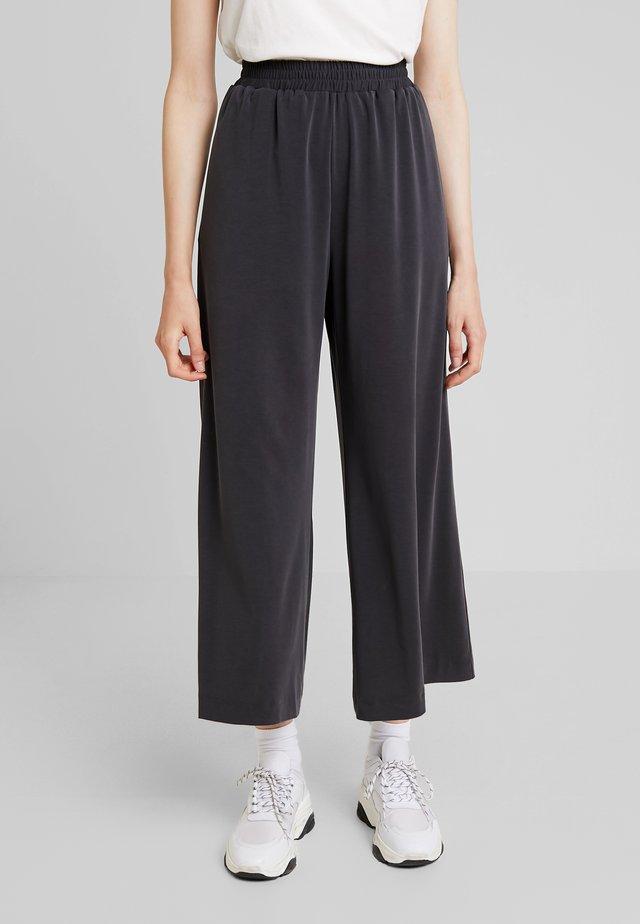 RENYA CUPRO CULOTTES - Kalhoty - black
