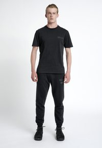 HALO - T-shirts print - black - 1