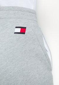 Tommy Sport - PRINTED SHORT - Korte broeken - grey - 6