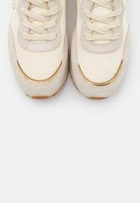 GANT - BEVINDA RUNNING - Zapatillas - cream/gold - 5