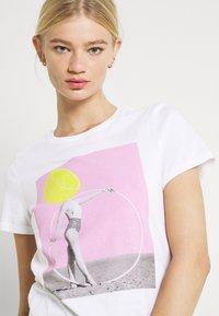 ONLY - ONLVIOLET LIFE - Print T-shirt - lemon - 3