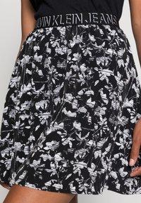 Calvin Klein Jeans - LOGO WAISTBANDSKIRT - Mini skirt - black floral aop - 4