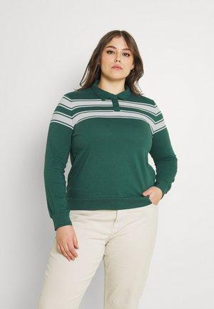 CARINC BEATE TEE - Polo shirt - mallard green