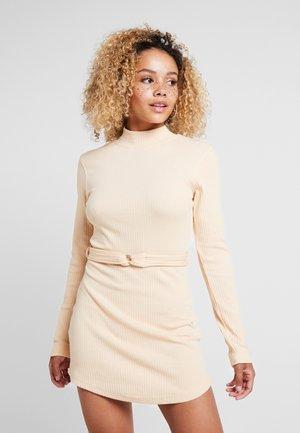 BELTED MINI DRESS - Vestido de punto - sand