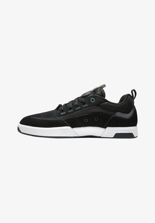 Sneakers laag - black battleship black