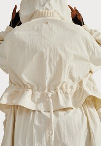 Sweaty Betty - SWEATY BETTY X HALLE BERRY KARLA JACKET - Sportovní bunda - vanilla white - 3