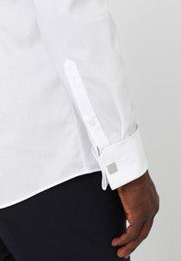 OLYMP - Formal shirt - white - 4