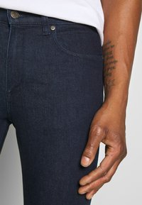 HUGO - Slim fit jeans - dark blue - 3