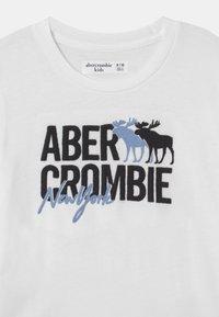 Abercrombie & Fitch - LOGO - T-shirt print - white - 2