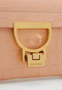 Coccinelle - MIGNON CROCO SHINY SOFT - Across body bag - rose - 3