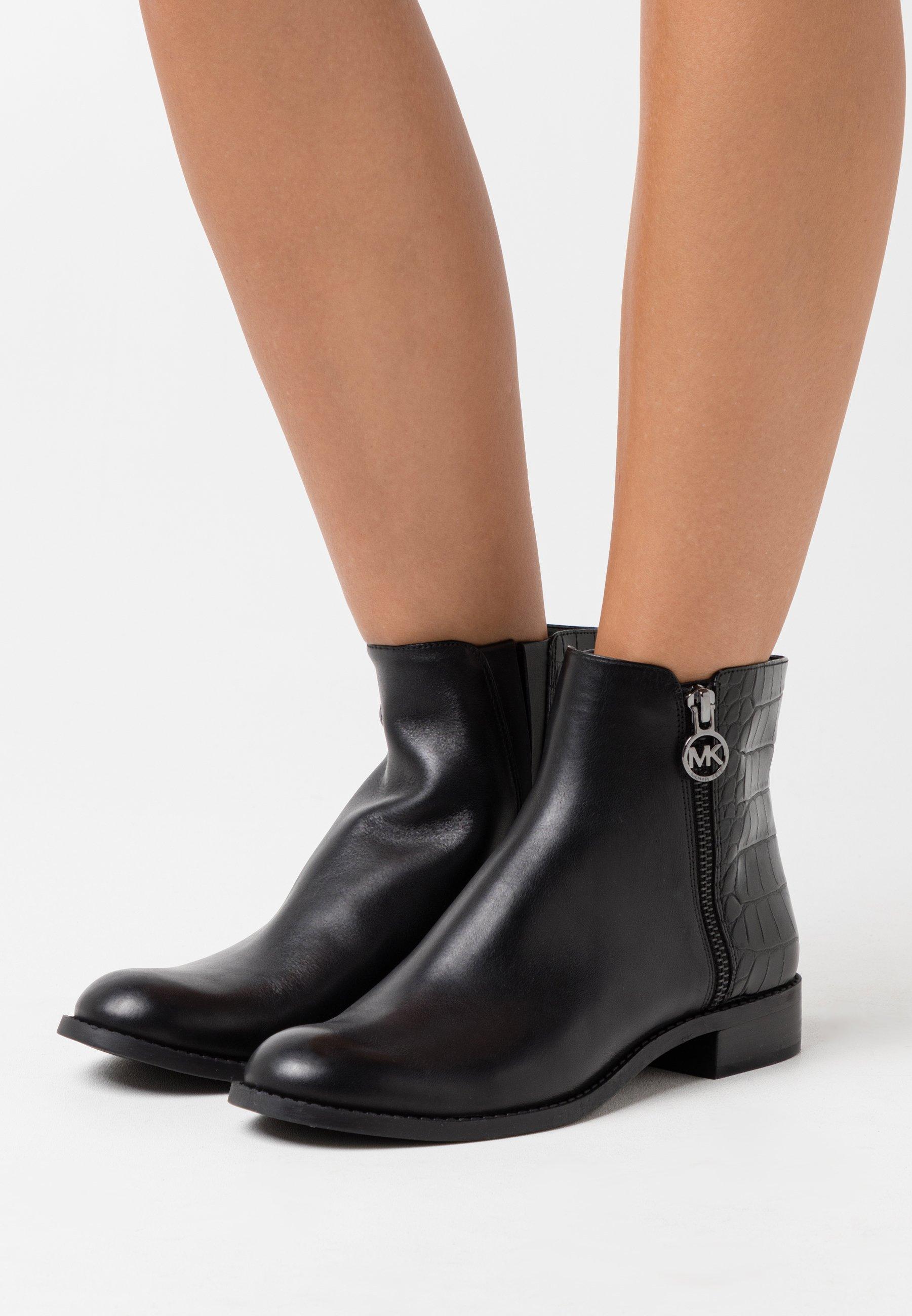 LAINEY Korte laarzen black