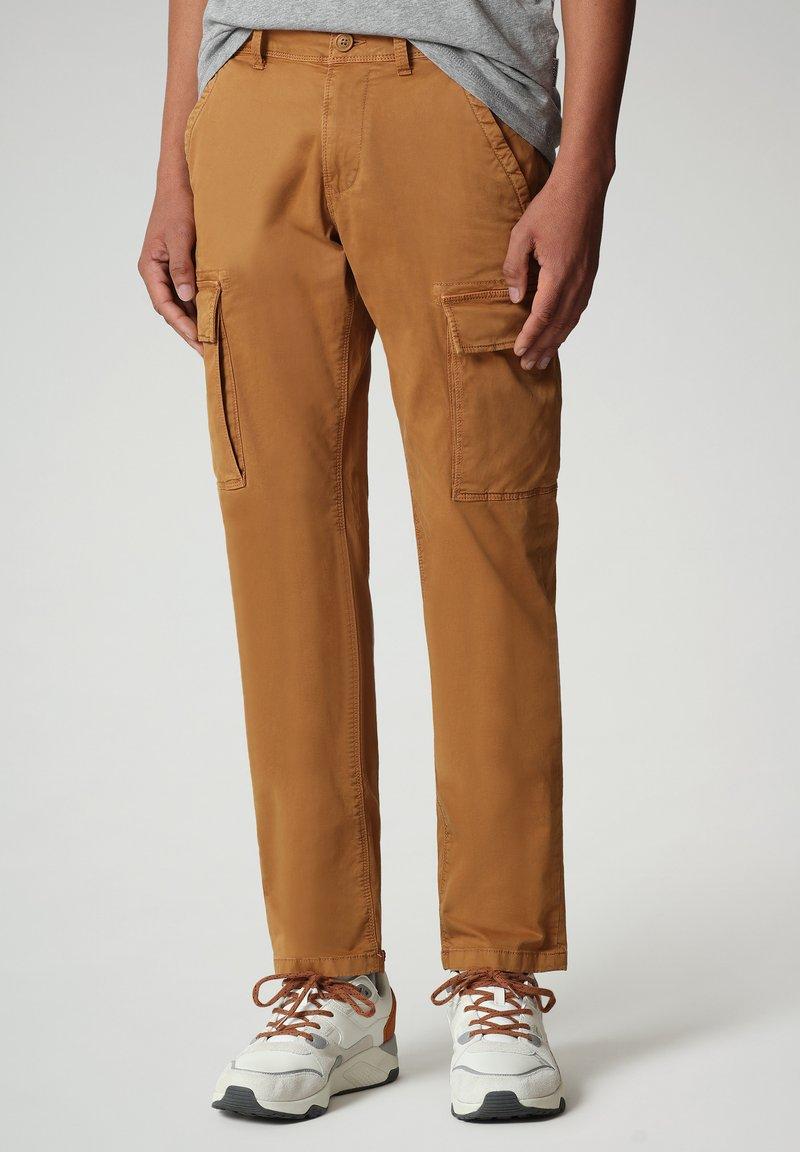 Napapijri - MOTO - Cargo trousers - chipmunk beige