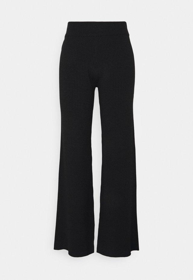 NA-KD X ZALANDO EXCLUSIVE RIBBED PANTS - Stoffhose - black