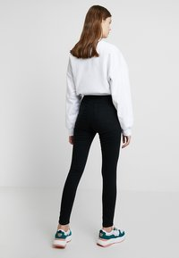 Cotton On - HIGH RISE - Jeans Skinny Fit - solid black - 2