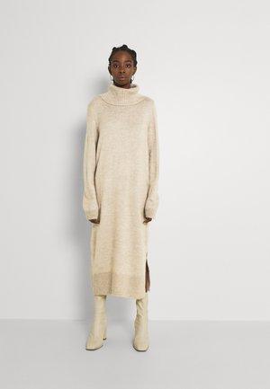 Pletené šaty - pumice stone