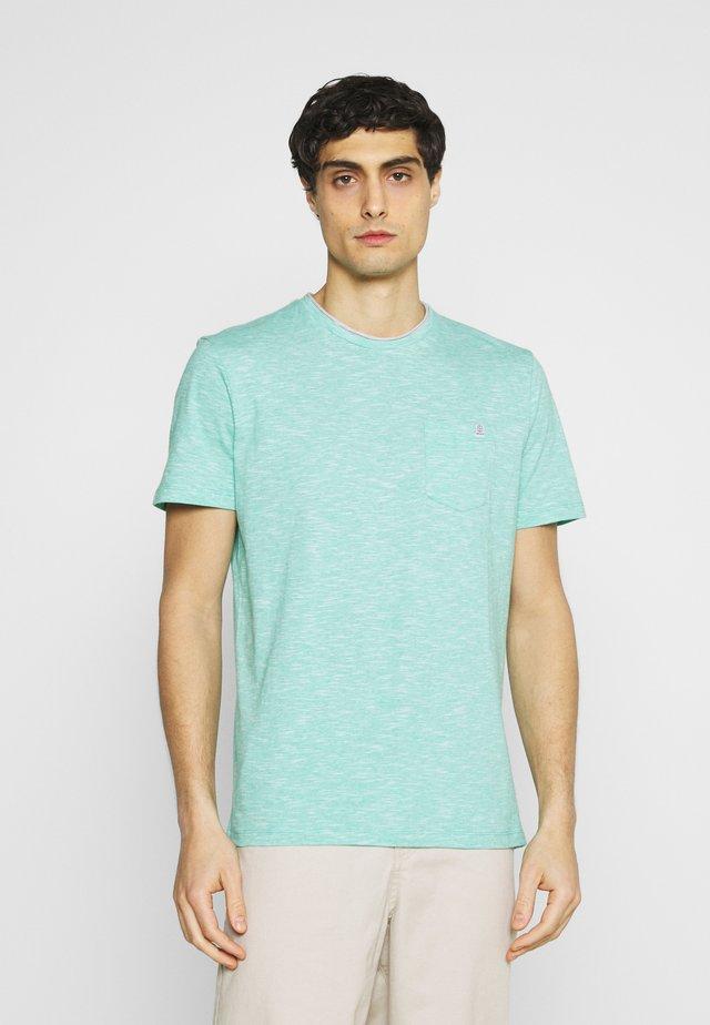 FINELINER WITH POCKET - T-shirt basic - dusty aqua white fine stripe