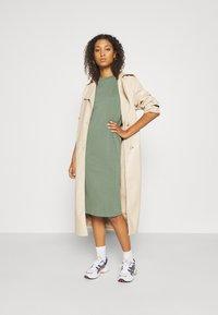 Even&Odd - Basic midi Jerseykleid - Jerseykjole - green - 1
