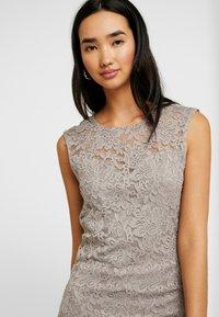 Vero Moda - VMLALI DRESS - Cocktailkleid/festliches Kleid - stone - 4