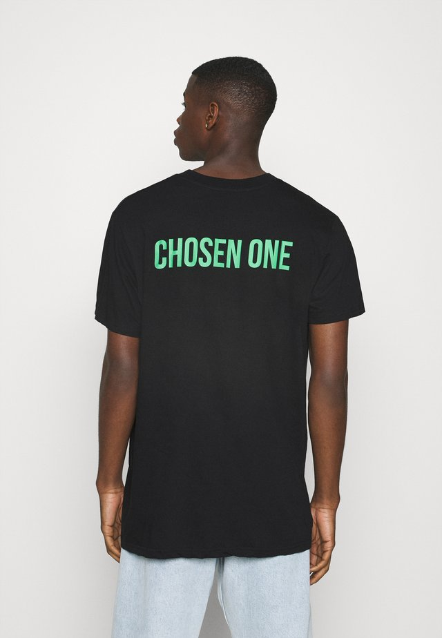 CHOSEN - Print T-shirt - black