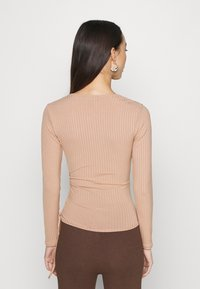 New Look - CARLY WRAP RUCHED SIDE - Topper langermet - camel - 2
