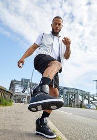 Ewing - 33 HI - Höga sneakers - black/white - 2