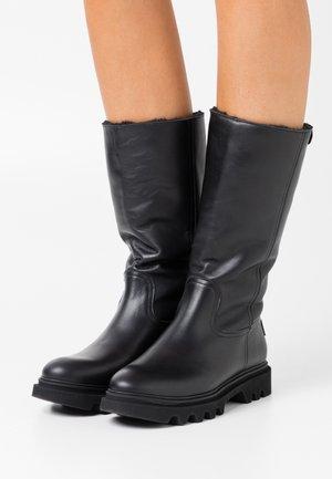 TULIA - Vysoká obuv - black