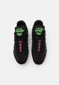 Nike Sportswear - AIR MAX 95 SE - Sneakers - black/white/green strike/flash crimson - 3