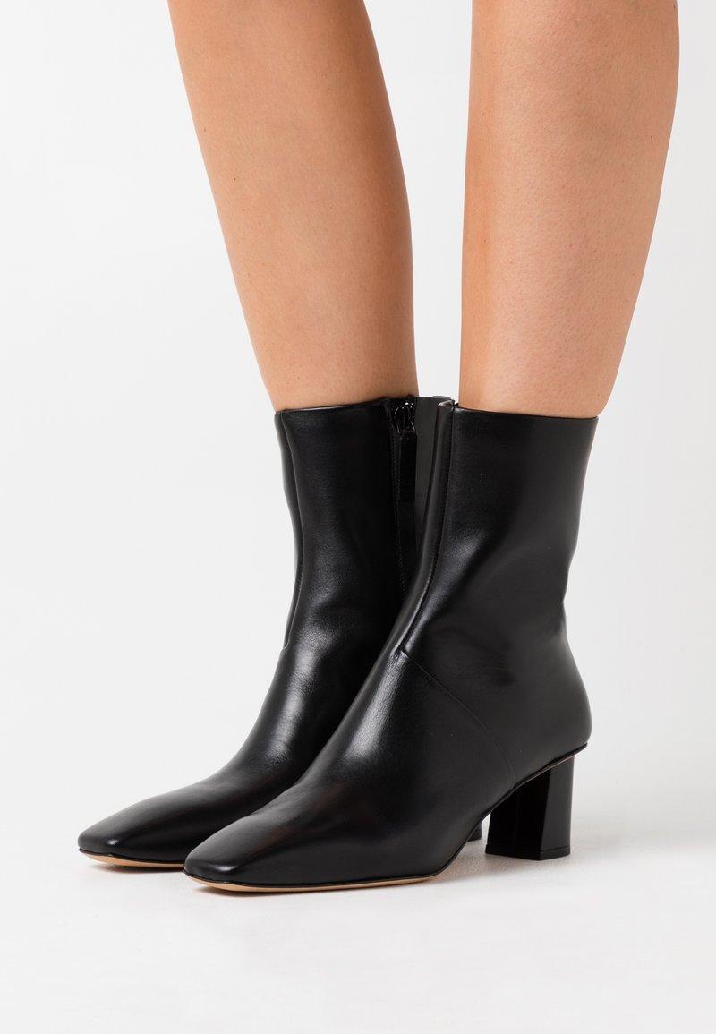 3.1 Phillip Lim - TESS SQUARE TOE BOOT - Kotníkové boty - black
