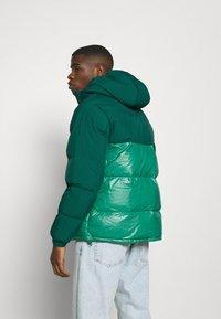 adidas Originals - REGEN PUFF - Down jacket - cgreen - 2