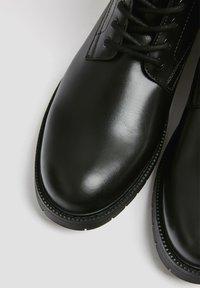 PULL&BEAR - Nauhalliset nilkkurit - black - 5