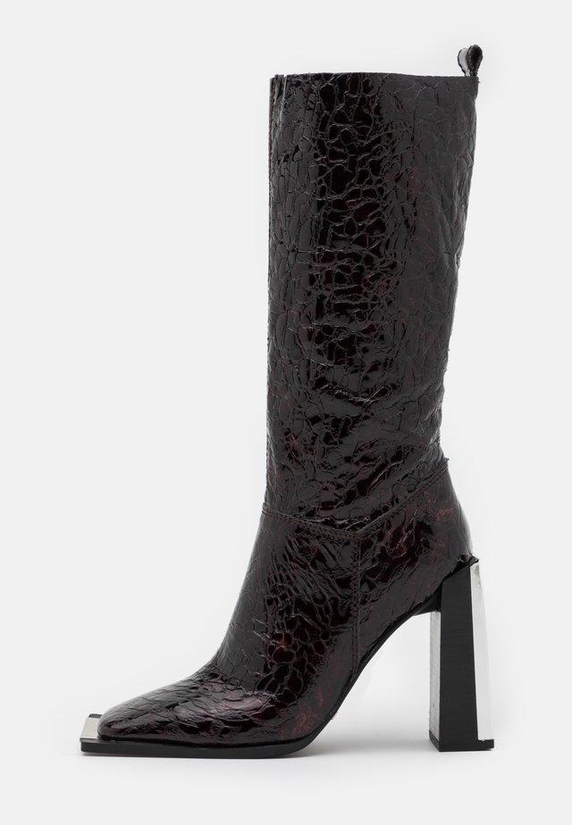 TANGO LEG HARDWARE BOOT - Kozaki na obcasie - burgundy