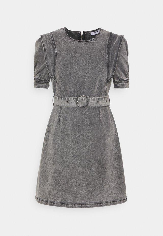 NMLISA PUFF SLEEVE DRESS  - Jeanskleid - medium grey denim