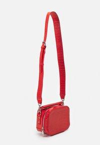 HVISK - BLAZE CROCO - Handbag - orange red - 1