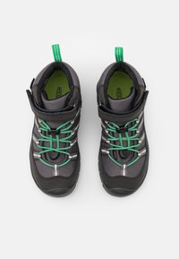 Keen - HIKEPORT 2 SPORT MID WP UNISEX - Hiking shoes - black/irish green - 3