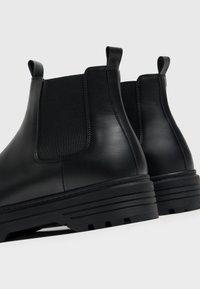 Bershka - Kotníkové boty - black - 4