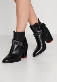Tamaris - BOOTS - Kotníková obuv - black - 0