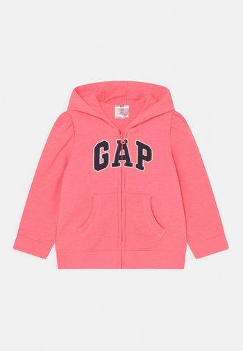 LOGO - Zip-up sweatshirt - sassy pink