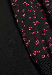 DKNY - Pouzdrové šaty - black/black/rudolph red/powder pink/multi - 6