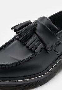 Dr. Martens - ADRIAN UNISEX - Instappers - black smooth - 5