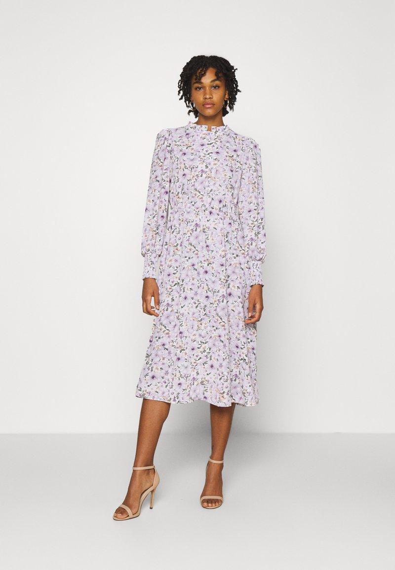 ONLY - ONLTAMARA LONG FLOWER DRESS - Denní šaty - white