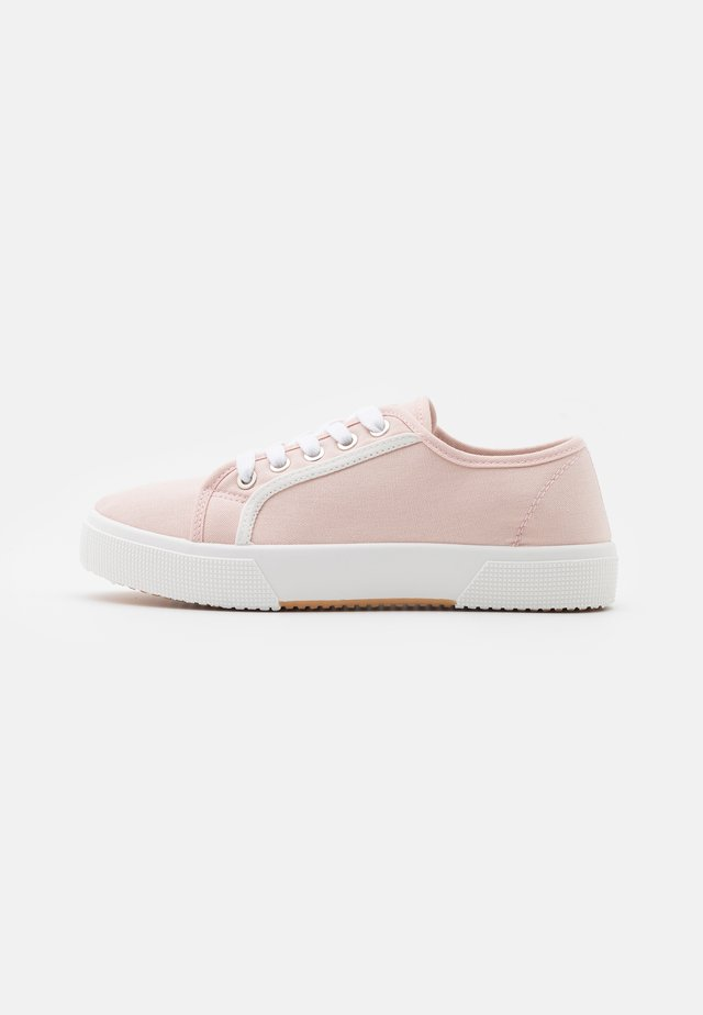 VEGAN LISA LACE UP PLIMSOLL - Baskets basses - baby pink/white