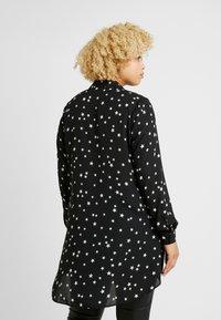 Evans - STAR HI-LOW HEM  - Skjorte - mono - 2