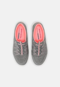 Skechers Wide Fit - Zapatillas - gray/coral - 5