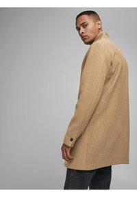 Jack & Jones - JJECOLLUM COAT  - Classic coat - khaki - 2