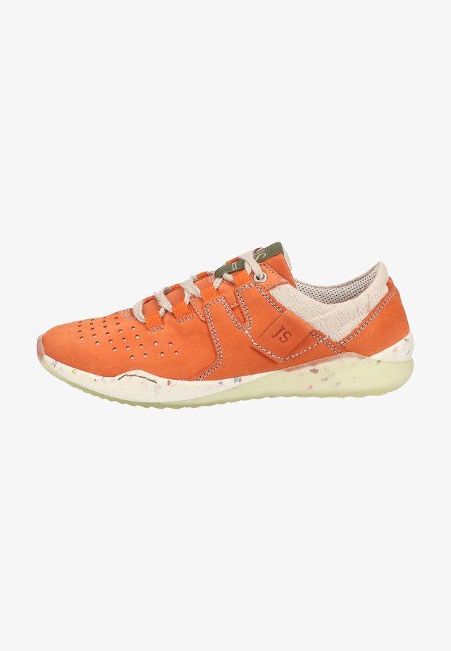 RICKY - Sneakersy niskie - orange-kombi